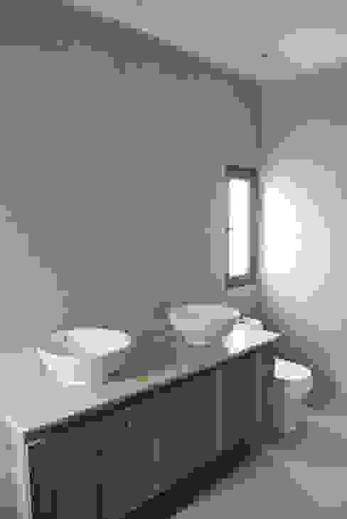 Casa El Algarrobal Baños de estilo minimalista de AtelierStudio Minimalista