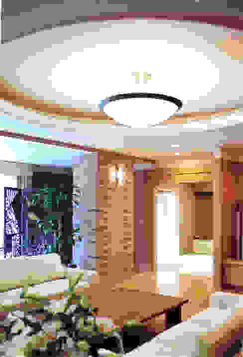 折上天井: forestoguraが手掛けた現代のです。,モダン