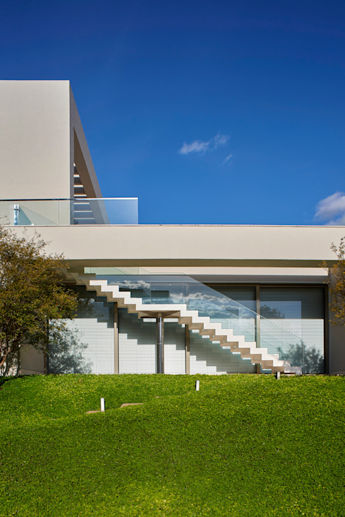 Modern home by Lanza Arquitetos Modern Concrete