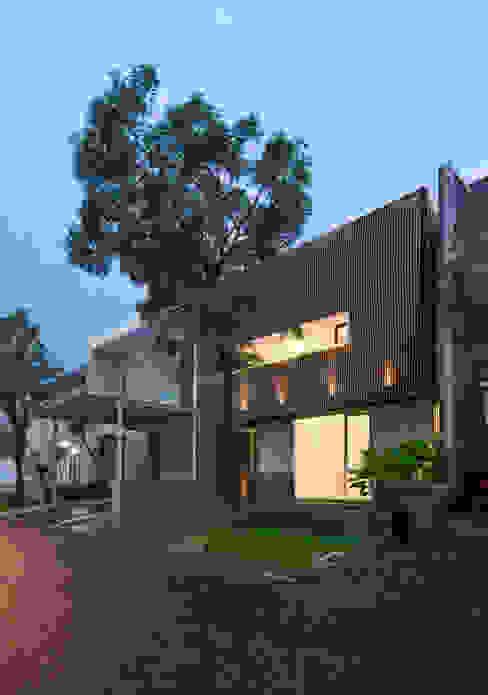 根據 Simple Projects Architecture 熱帶風 鐵/鋼