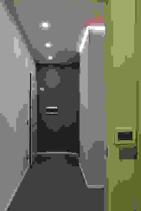 الممر الحديث، المدخل و الدرج من ArchiDesign LAB حداثي