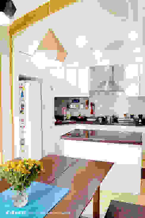 Éléments de cuisine de style  par W-HOUSE,