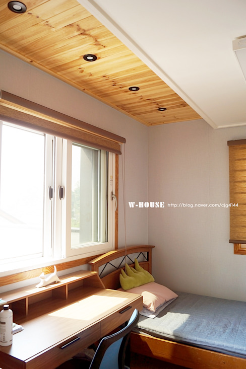 Salas multimedias de estilo  por W-HOUSE,