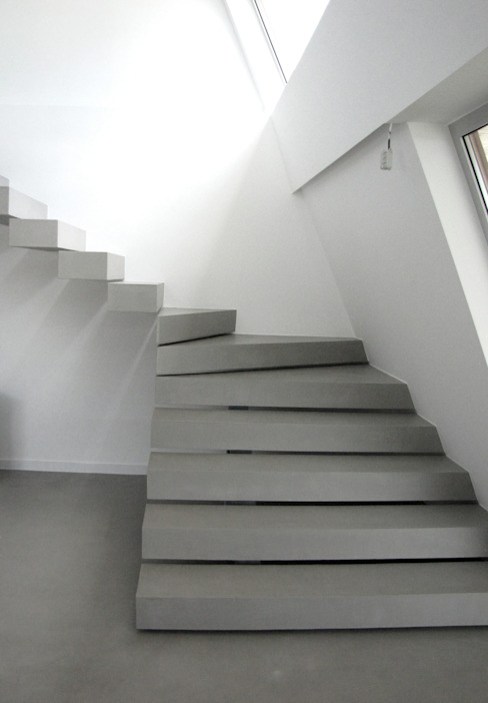 Moradia Particular: Escadas  por Richimi Factory,Minimalista