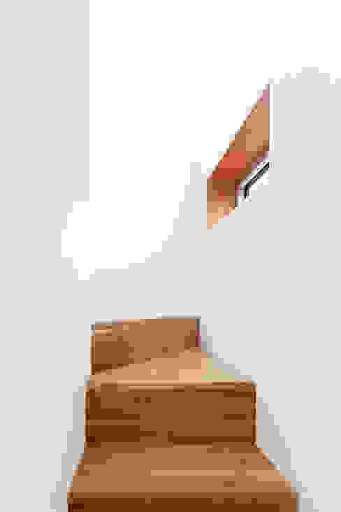 Corridor & hallway by 서가 건축사사무소