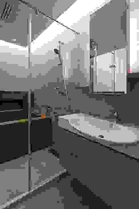 主浴:  浴室 by 禾光室內裝修設計 ─ Her Guang Design