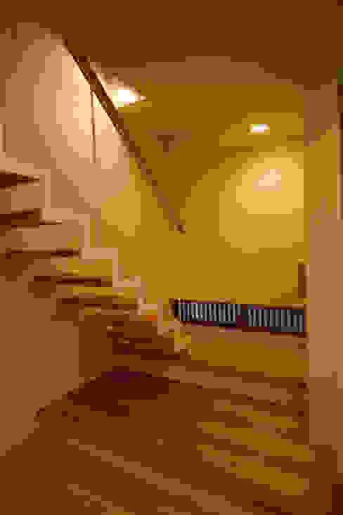 Y.Architectural Design Escadas Madeira maciça Branco