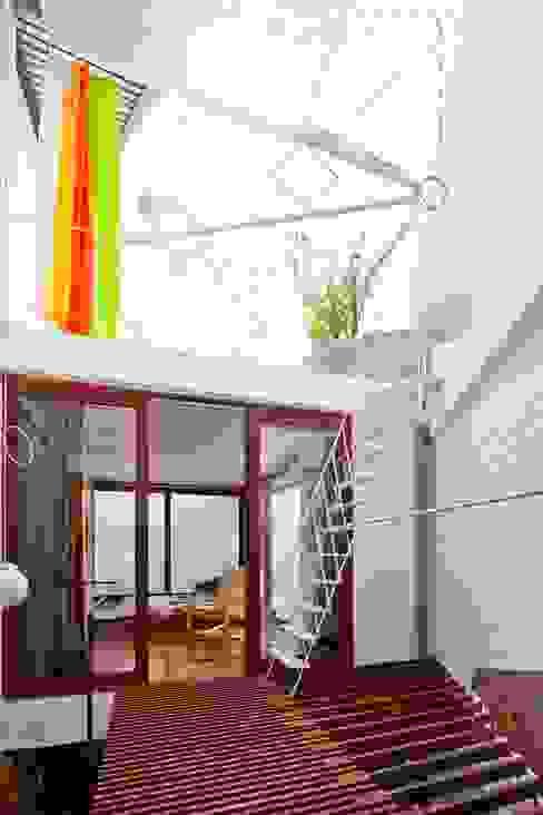 a21house Hành lang, sảnh & cầu thang phong cách hiện đại bởi a21studĩo Hiện đại