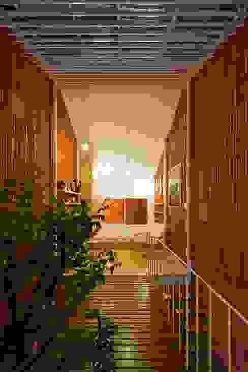 a21studĩo 現代風玄關、走廊與階梯
