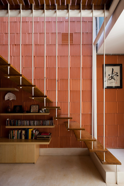 Modern corridor, hallway & stairs by a21studĩo Modern