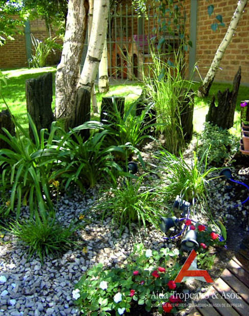 Classic style garden by Aida Tropeano & Asoc. Classic Stone