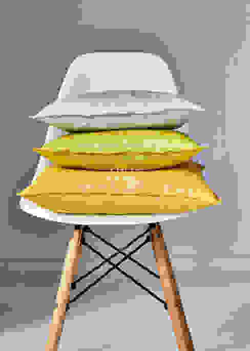 Alfred Apelt GmbH Salas de estar modernas Amarelo