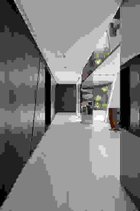 迴廊天井:   by Nestho studio