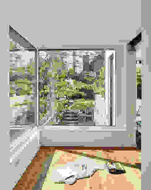 Ausbau eines Einfamilienhauses Schreinerei Fischbach GmbH & Co. KG Moderne Fenster & Türen