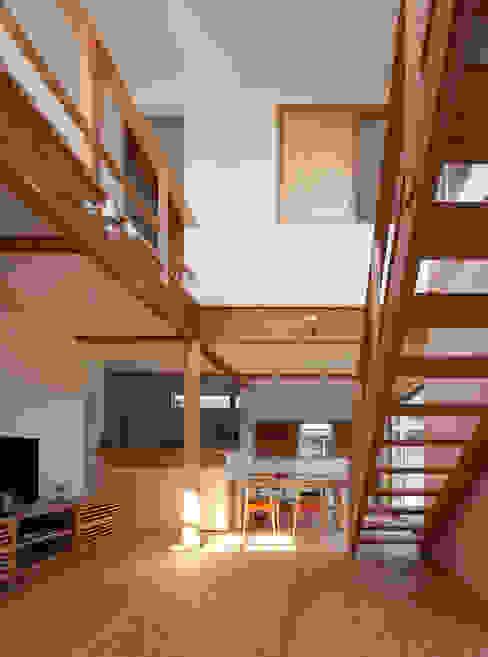 自然素材いっぱいの家 モダンデザインの リビング の 株式会社 井川建築設計事務所 モダン