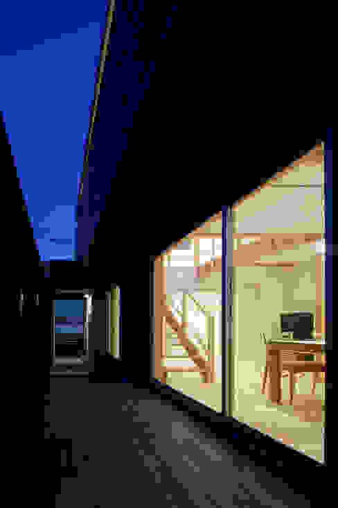 自然素材いっぱいの家 モダンな 家 の 株式会社 井川建築設計事務所 モダン