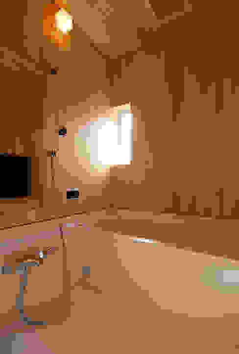 自然素材いっぱいの家 モダンスタイルの お風呂 の 株式会社 井川建築設計事務所 モダン