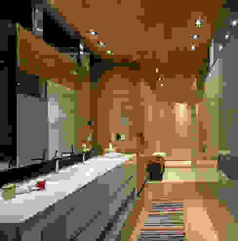 Baño Principal Baños modernos de homify Moderno Madera Acabado en madera