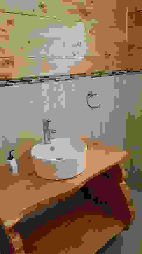 Kimche Lodge Baños de estilo rústico de Kimche Arquitectos Rústico Cerámico