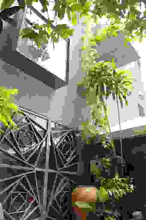 AR House bởi truong an design consultant corporation Hiện đại