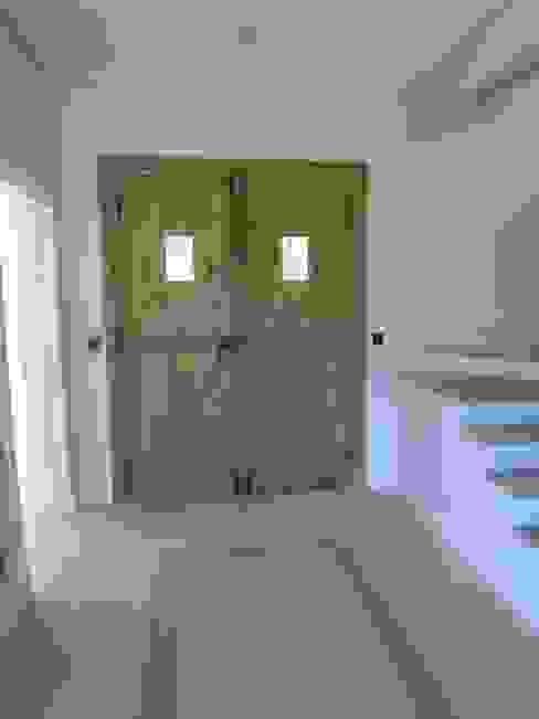 Corridor, hallway by Estudio Dillon Terzaghi Arquitectura - Pilar,