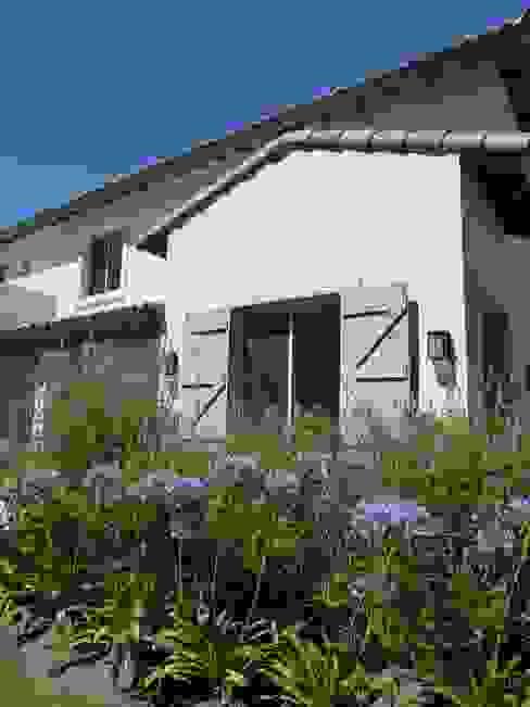 Casas de estilo  por Estudio Dillon Terzaghi Arquitectura - Pilar