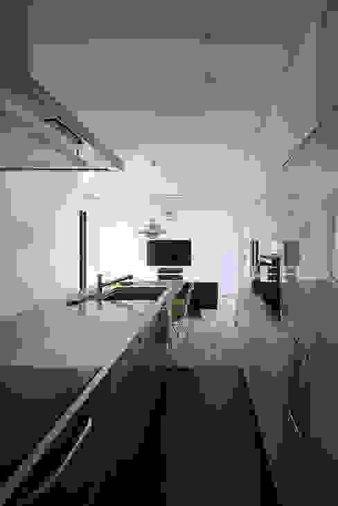 現代廚房設計點子、靈感&圖片 根據 bound-design 現代風