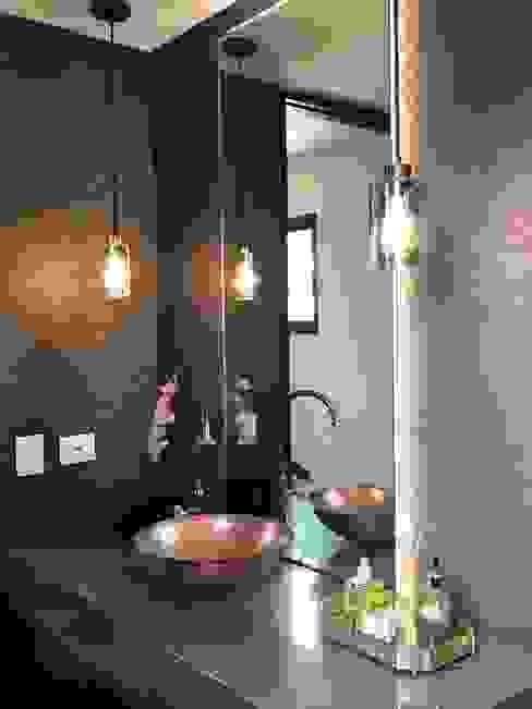 Phòng tắm phong cách chiết trung bởi Ecologik Chiết trung
