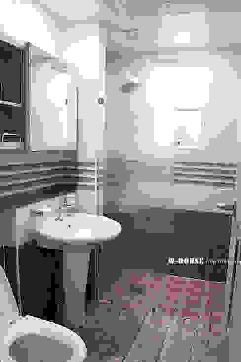 現代浴室設計點子、靈感&圖片 根據 W-HOUSE 現代風 磁磚