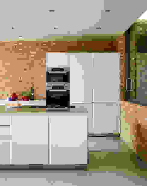 Minimal urban living Nhà bếp phong cách hiện đại bởi Kitchen Architecture Hiện đại