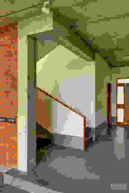 Tropical home 1 Studio Nirvana Stairs