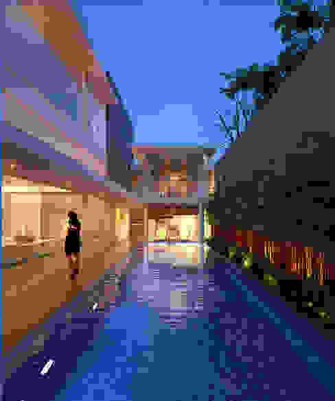 Piscinas de estilo  por sony architect studio,
