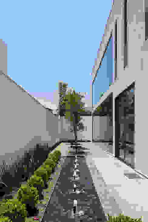 Casa del Tec, Residencia Ithualli Balcones y terrazas modernos de IAARQ (Ibarra Aragón Arquitectura SC) Moderno