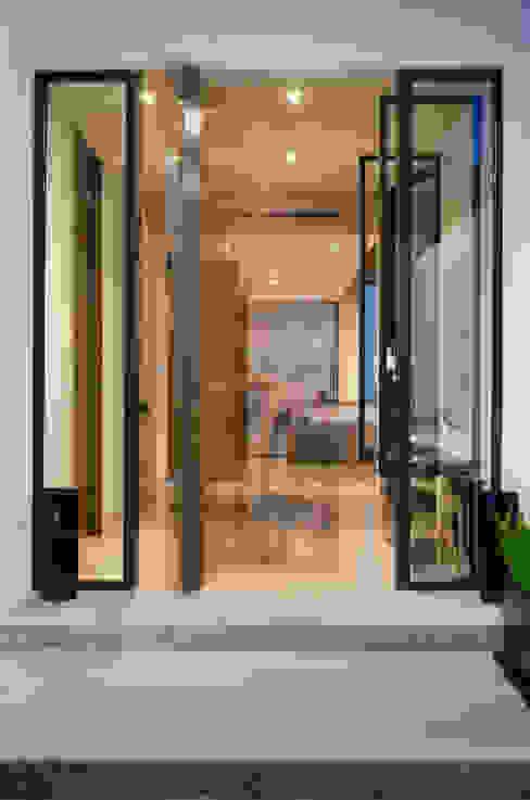 Casa del Tec, Residencia Ithualli Pasillos, vestíbulos y escaleras modernos de IAARQ (Ibarra Aragón Arquitectura SC) Moderno