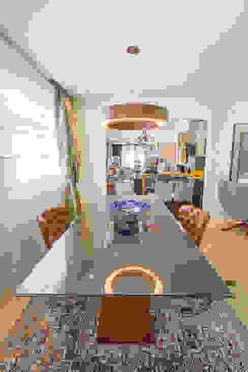 Mesa de Jantar Madeira com Tampo de Vidro por Sgabello Interiores Moderno Madeira Efeito de madeira