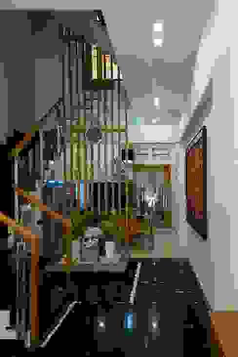 Stairs by Công ty TNHH Xây Dựng TM – DV Song Phát, Modern
