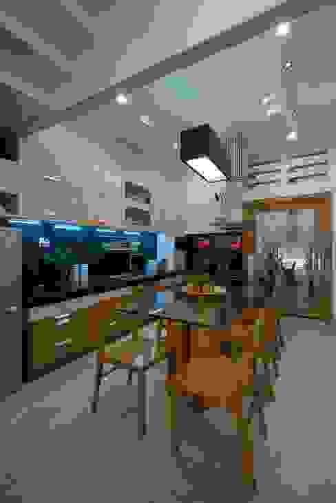 Cocinas de estilo  de Công ty TNHH Xây Dựng TM – DV Song Phát, Moderno