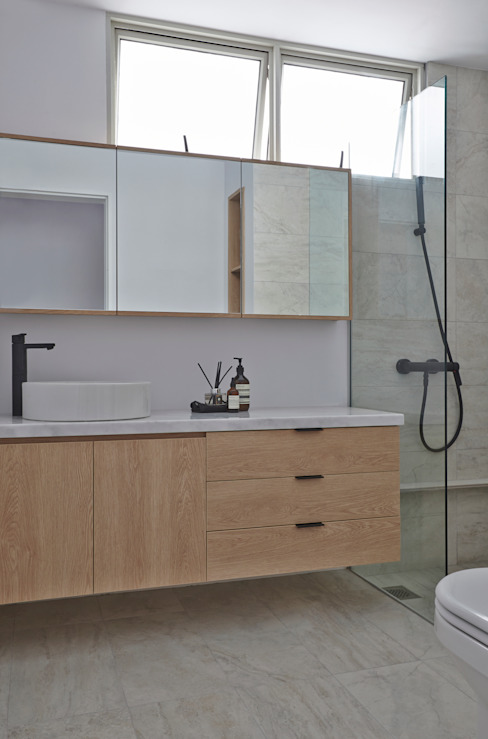 Scandinavian style bathroom by Eightytwo Pte Ltd Scandinavian