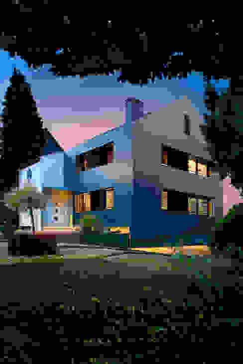 Umgerüstet auf die Zukunft Moderne Häuser von Gira, Giersiepen GmbH & Co. KG Modern