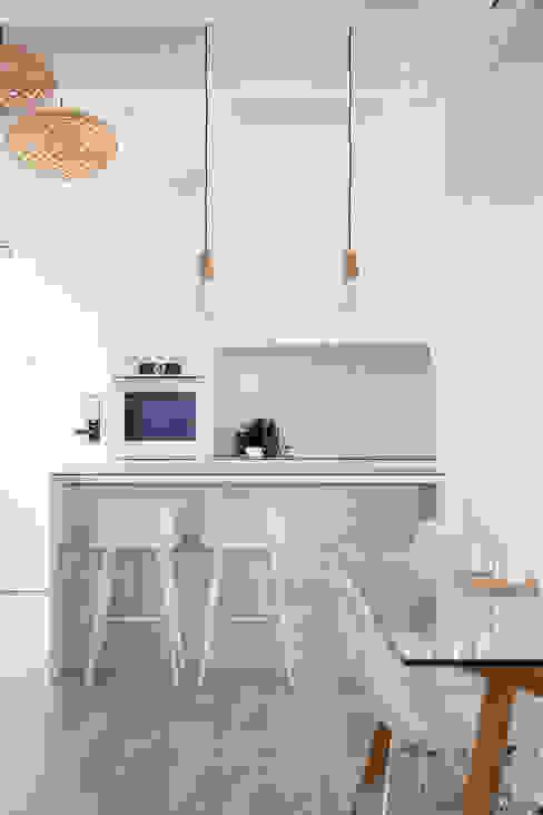 Salle à manger de style  par Eightytwo Pte Ltd, Scandinave