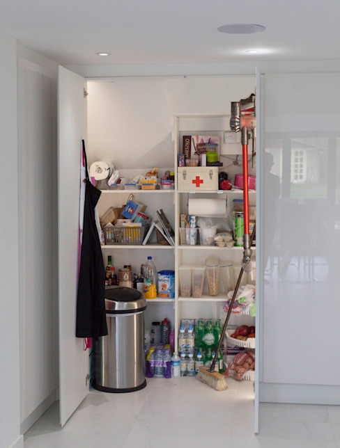 Henley On Thames - Handleless Glass Kitchen cu_cucine Moderne keukens