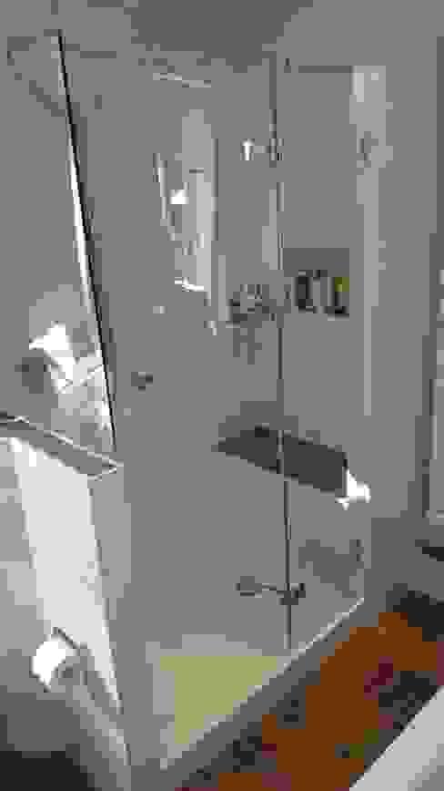 Aus 2 mach 1 - Komplettbad aus ehemaligem Wohnraum Gebr. Hupfeld GmbH Moderne Badezimmer Fliesen Weiß