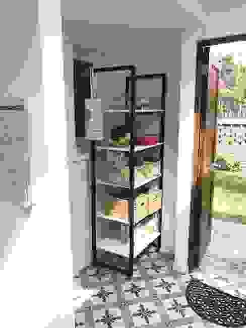 Almacenamiento en zona de lavadero / cocina de PICHARA + RIOS arquitectos Ecléctico Metal