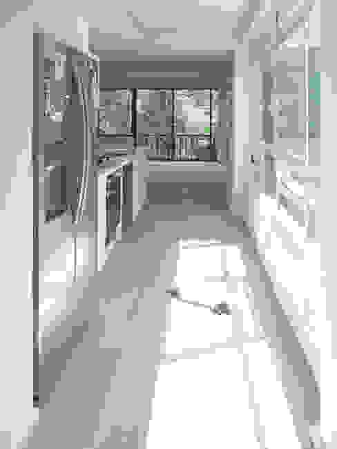 Pasillo AWA arquitectos Pasillos, vestíbulos y escaleras de estilo minimalista Madera Blanco
