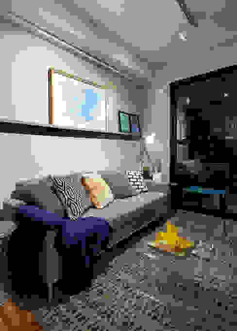 Sala de Estar em Tons de cinza Moderna e Contemporânea Decoradoria Salas de estar modernas Derivados de madeira Cinza