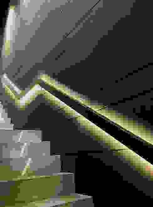 de JSParchitect Moderno Madera Acabado en madera