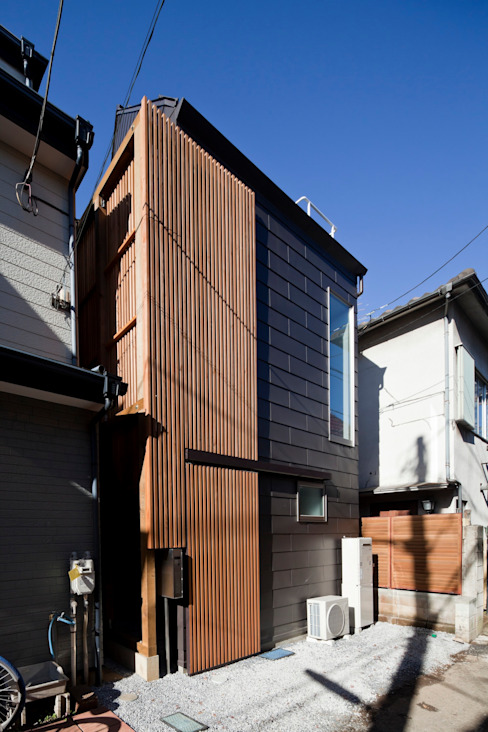Wooden houses by 株式会社 ギルド・デザイン一級建築士事務所, Modern