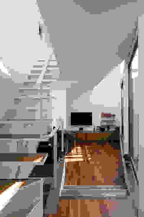 ห้องนั่งเล่น โดย 株式会社 ギルド・デザイン一級建築士事務所, โมเดิร์น