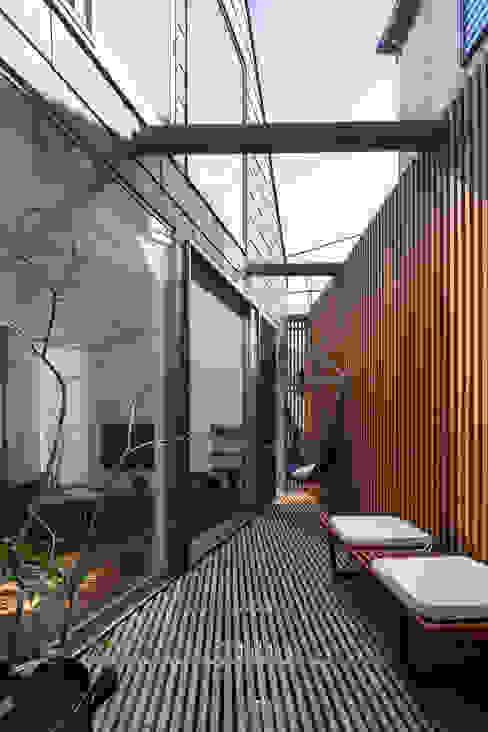 Moderner Balkon, Veranda & Terrasse von 株式会社 ギルド・デザイン一級建築士事務所 Modern