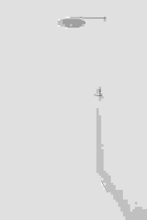 Salle de bain industrielle par Mohamed Keilani Interiors Industriel